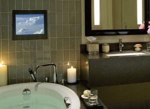 TV-stereo-bathroom-hocoa.com